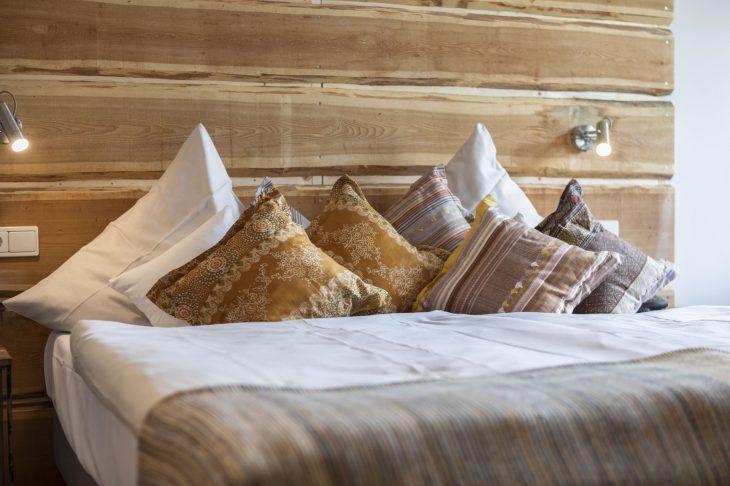 Landbursche 28 qm Bett Kissen