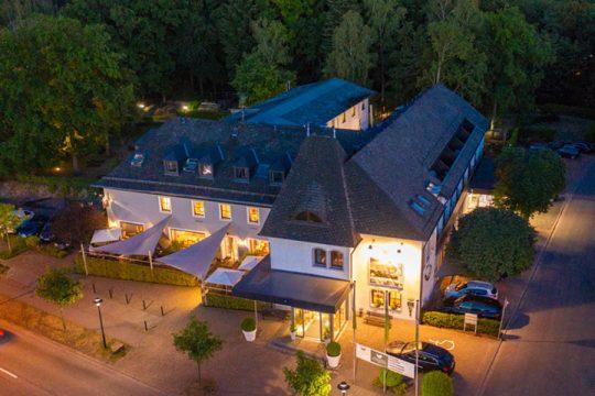 Buchnas Landhotel beleuchtet